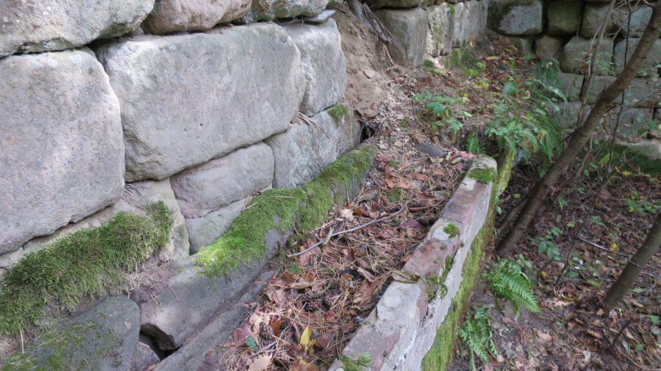 Žlaby, kde se od 16. století napájela zvířata