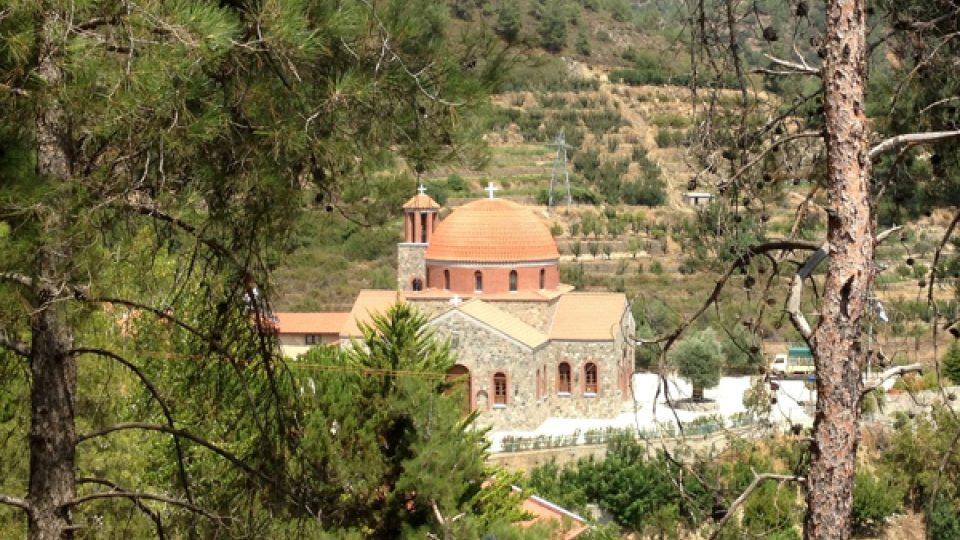 Na trasách jsou vesnice a kláštery