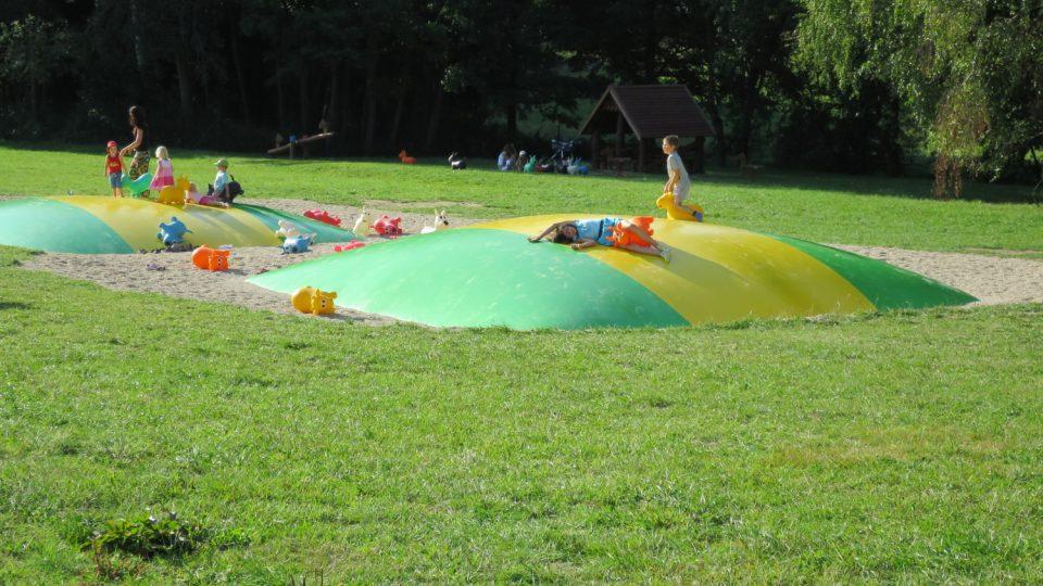 Oblíbené nafukovací trampolíny