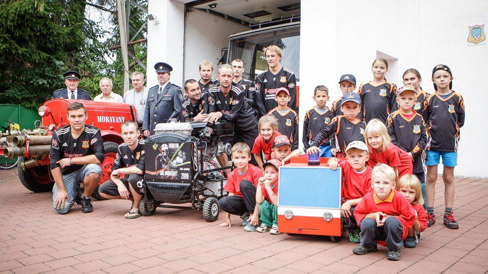 Tři generace dobrovolných hasičů z Moravan