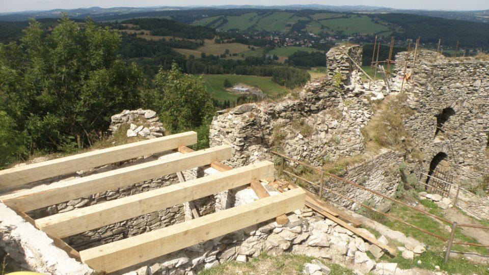 Jiřetín pod Jedlovou - zřícenina hradu Tolštejna, opravy