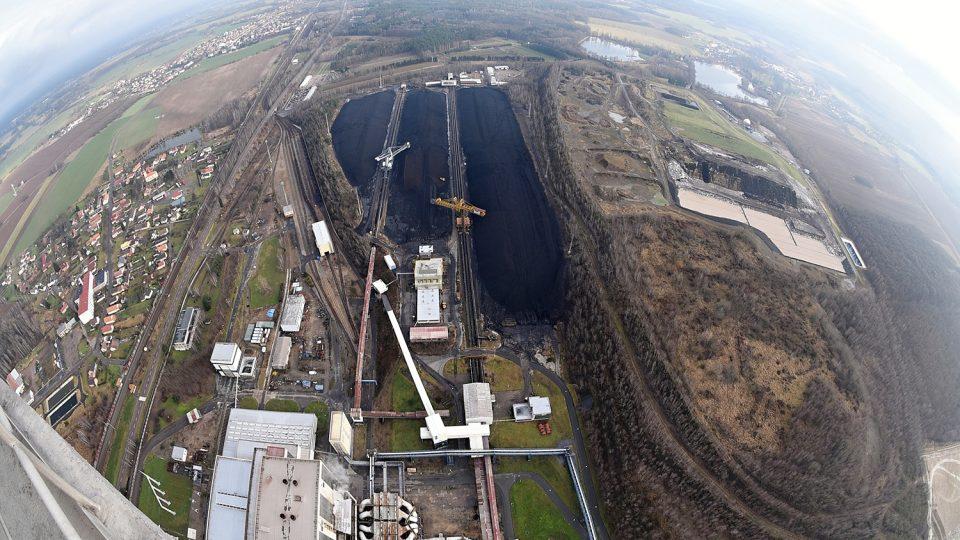 Pohled na přilehlé sklady uhlí