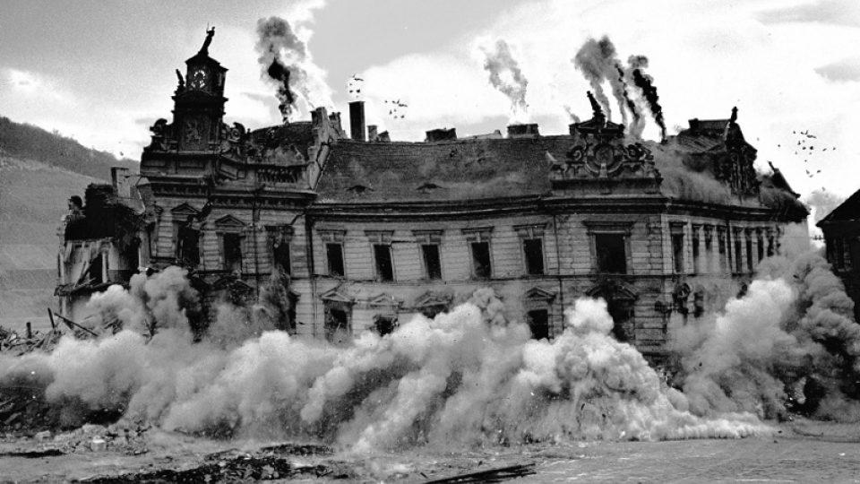 Kvůli těžbě uhlí bylo třeba zbourat budovu Okresního soudu