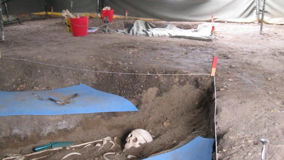 Práci archeologů si může vyzkoušet několik lidí zároveň