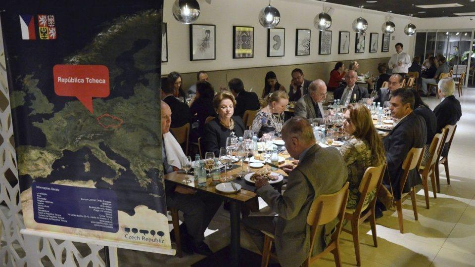 Zahajovací večeře se účastnil český velvyslanec Jiří Havlík a honorární konzul v Belo Horizonte Luis Guadalupe