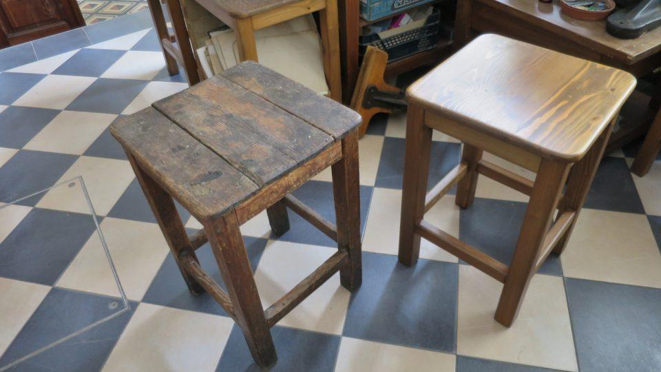Knihařská židle má ideální výšku tak, aby se na ní zdravě sedělo