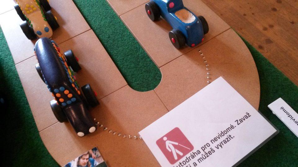 Autodráha pro nevidomé na interaktivní výstavě v Muzeu Hlučínska