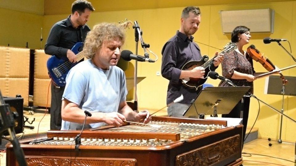 Cimbal Classic ve Studiu 1
