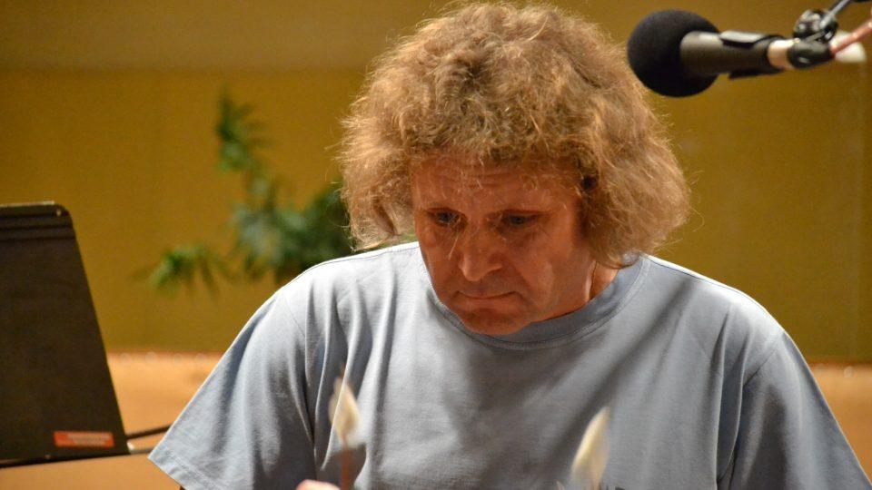 Cimbal Classic ve Studiu 1. Soustředěný Dalibor Štrunc