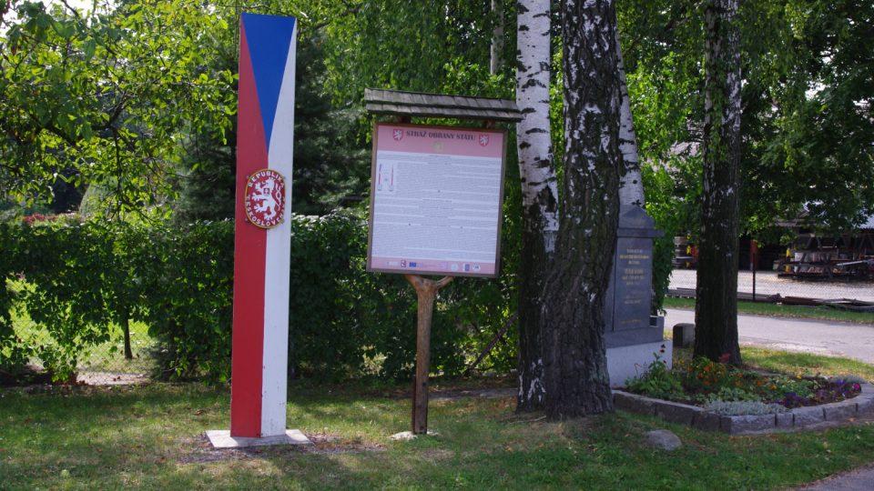 Díky klubu vojenské historie z Javorníku jsou pietně označena místa, kde zahynuli oběti henleinovského puče
