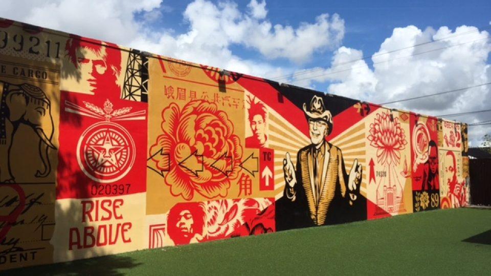 """Wynwoodská zeď"", galerie grafiiti pod širým nebem"