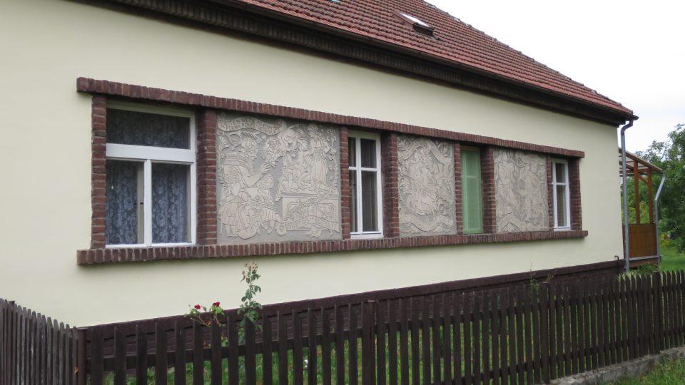 Dům sestry Aloise Mudruňky s motivy Babičky Boženy Němcové
