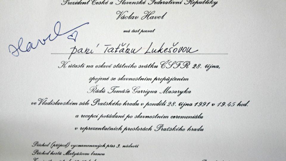 Václav Havel udílí Františku Ledererovi vysoké státní vyznamenání