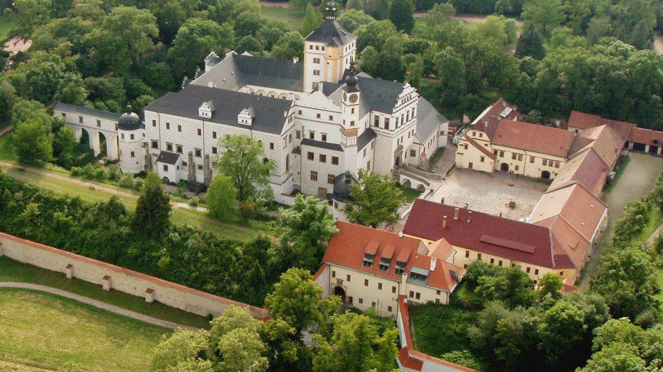 Letecký pohled na pardubický zámek