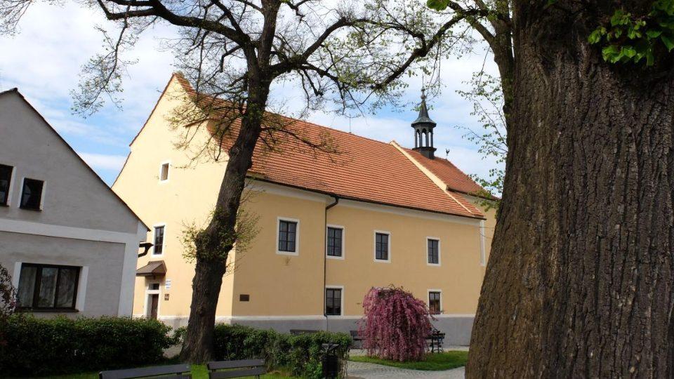 Kaplice, bývalý evangelický kostel (kaple sv. Josefa a sv. Barbory), dnes Základní umělecká škola