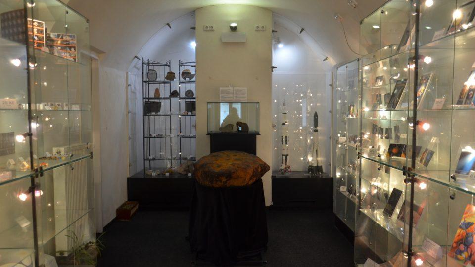 Hned u pokladny uvidíte tunový meteorit Muonionalusta