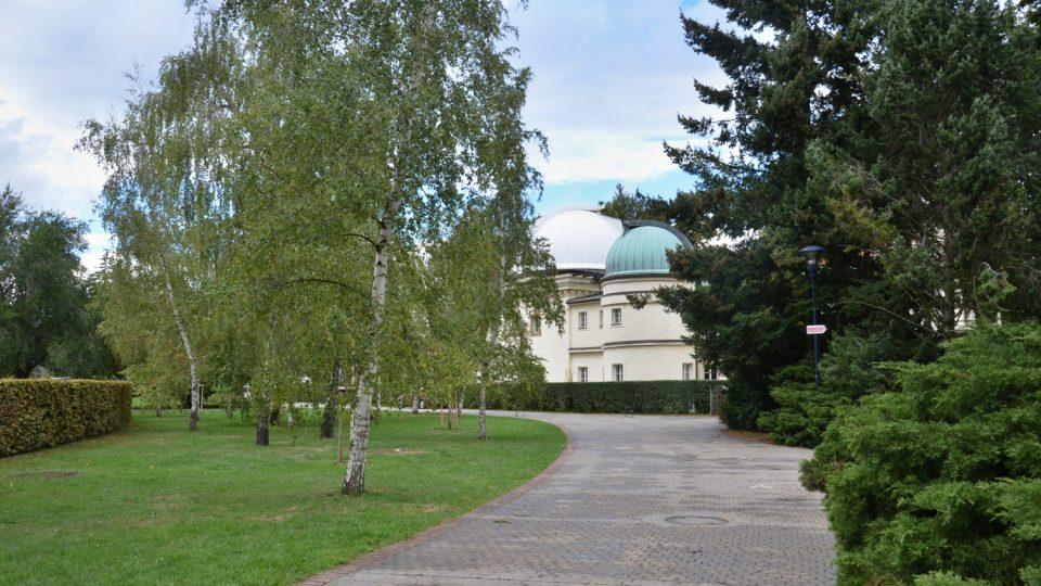 Hvězdárna byla otevřena v roce 1928
