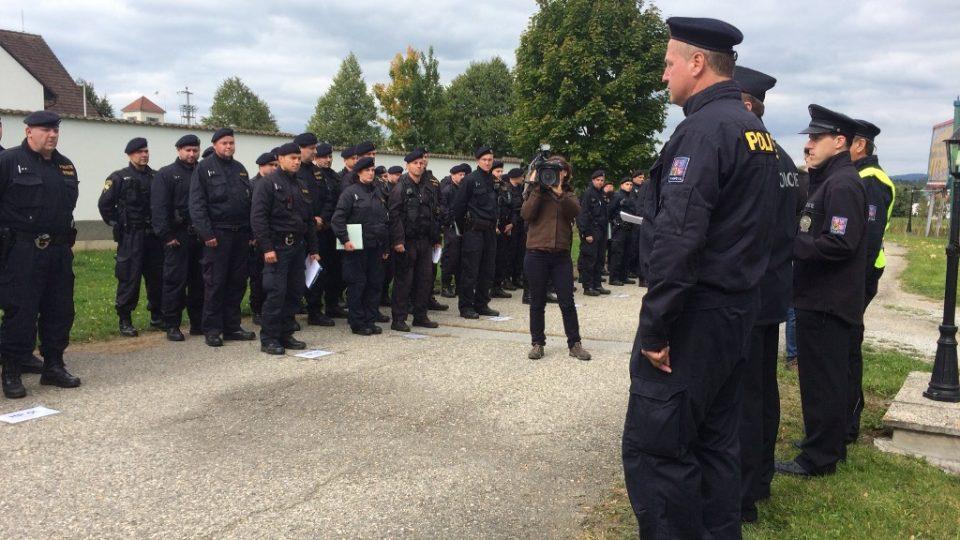 Společné cvičení policie a armády na jihočeském hraničním přechodu Dolní Dvořiště