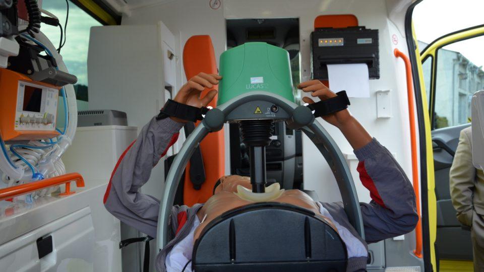 Lucas je přístroj na automatické stlačování hrudníku