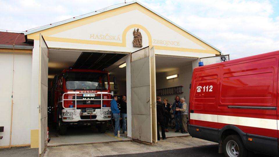 SDH Borovany bojuje v soutěži Dobráci roku. Zbrojnici stavěli hasiči sami