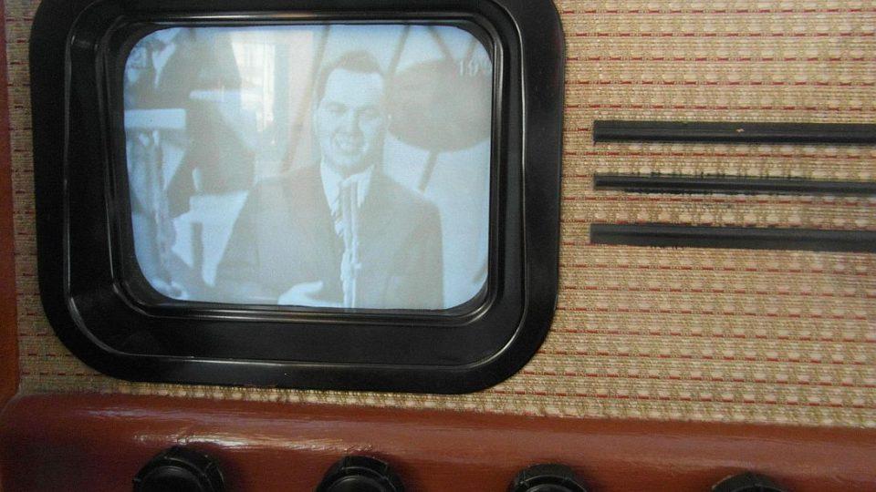 Radiokavárna Českého rozhlasu Hradec Králové zve na unikátní výstavu radiopřijímačů