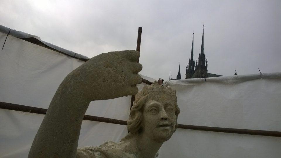 Kašna Parnas v Brně Socha Evropy. Na vrcholu sousoší, které chybí žezlo