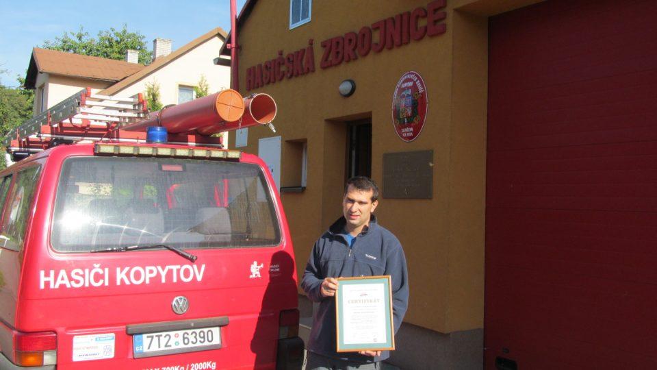 Předseda SDH v Kopytově František Mlynkec s certifikátem