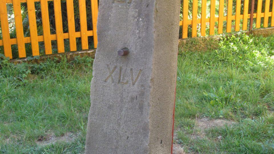 Památný hraniční kámen z roku 1883