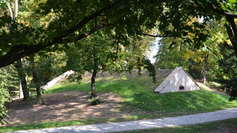 Bramborárna či ledárna, poslední viditelný pozůstatek bývalého statku ve Stromovce, by měla v budoucnu sloužit jako kulturní centrum
