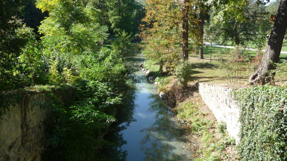 Vodu z Vltavy do Stromovky přivádí Rudolfova štola