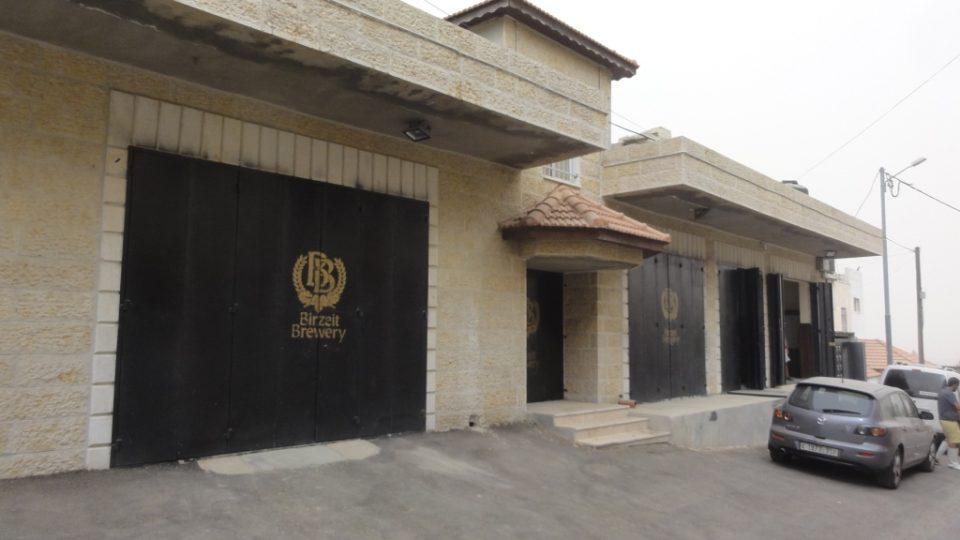 Palestinský pivovar ve vesnici Bir Zejt