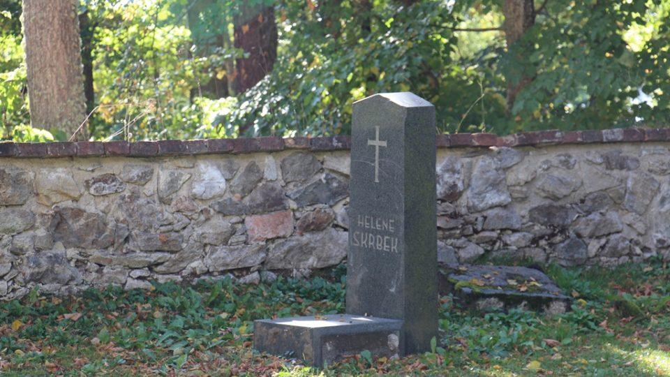 Park Adalberta Stiftera v Horní Plané. U kaple býval hřbitov
