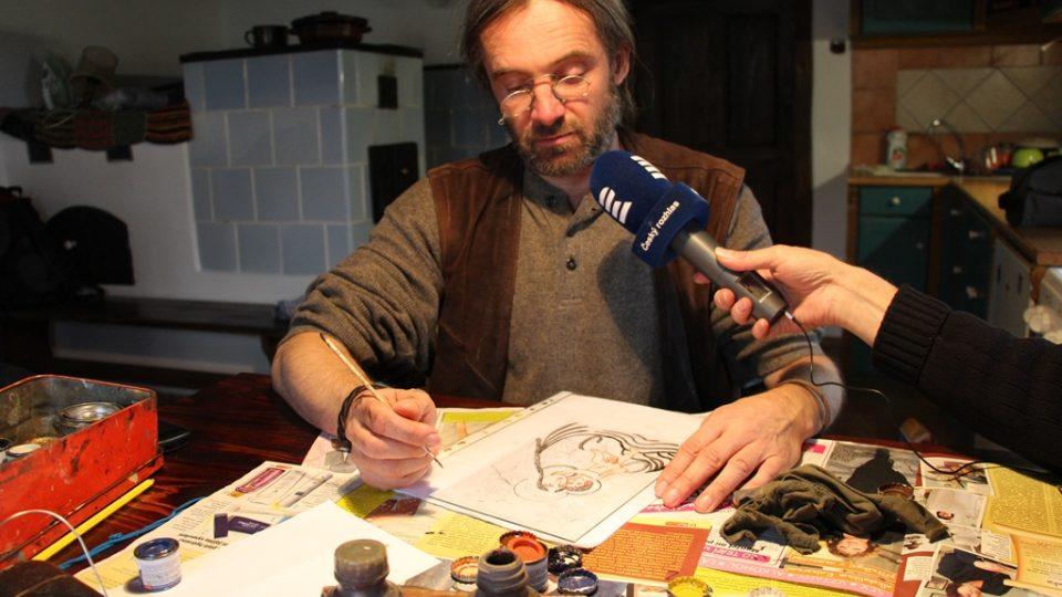 Jiří Honiss vytváří podmalby na sklo. Dostal za to i ocenění ministra kultury