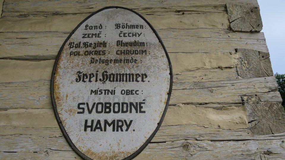 Historický nápis na venkovní stěně hospody