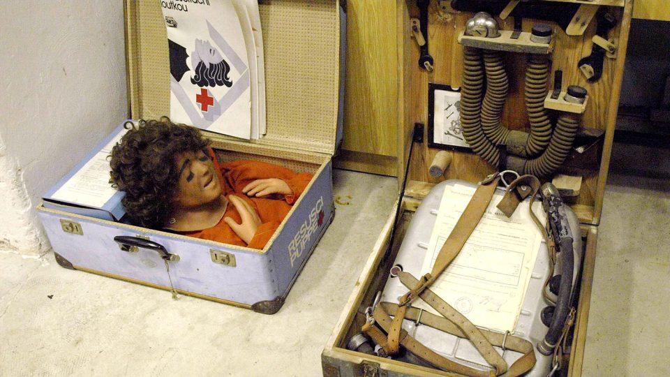 Resuscitační loutka v hasičském muzeu