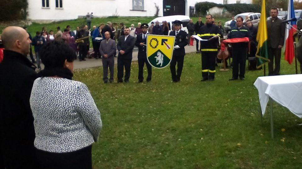 Mojné si připomnělo 700. výročí od první písemné zmínky. Obec má nový znak a hasiči prapor