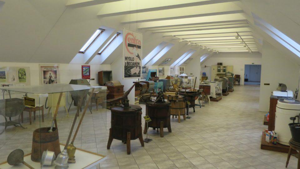 Pohled do expozice Babiččino velké prádlo Městského muzea ve Svitavách