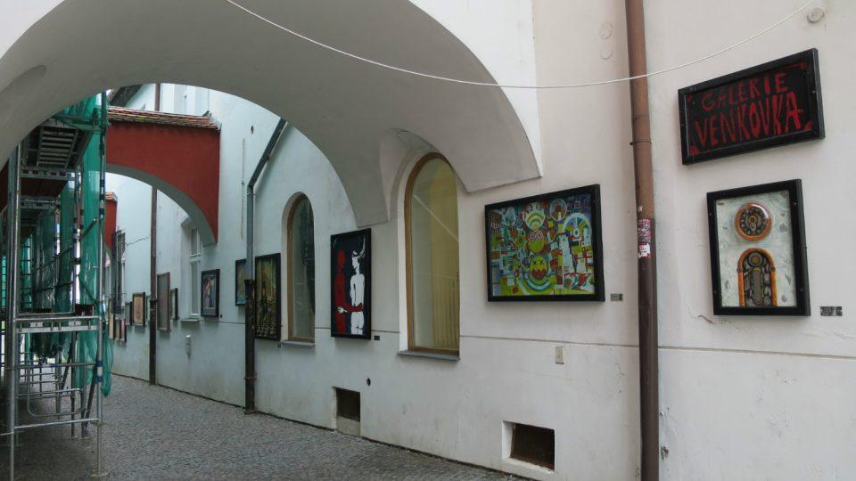 Galerie Venkovka v uličce Pod Věží ve Svitavách