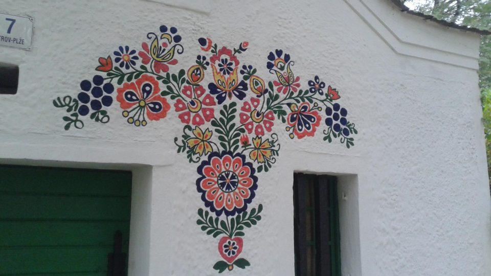 Některé ze sklepů zdobí překrásné slovácké ornamenty