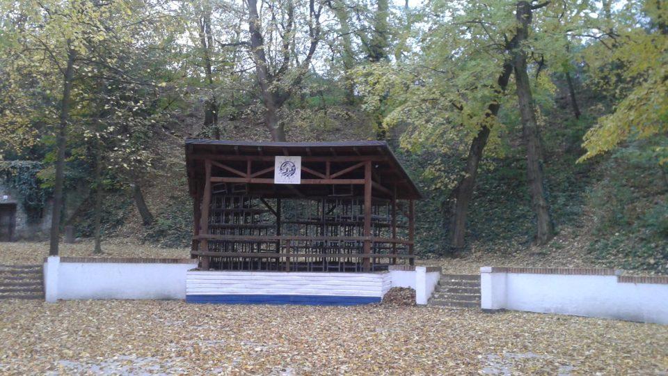 Součástí areálu je i amfiteátr pro pořádání kulturních akcí