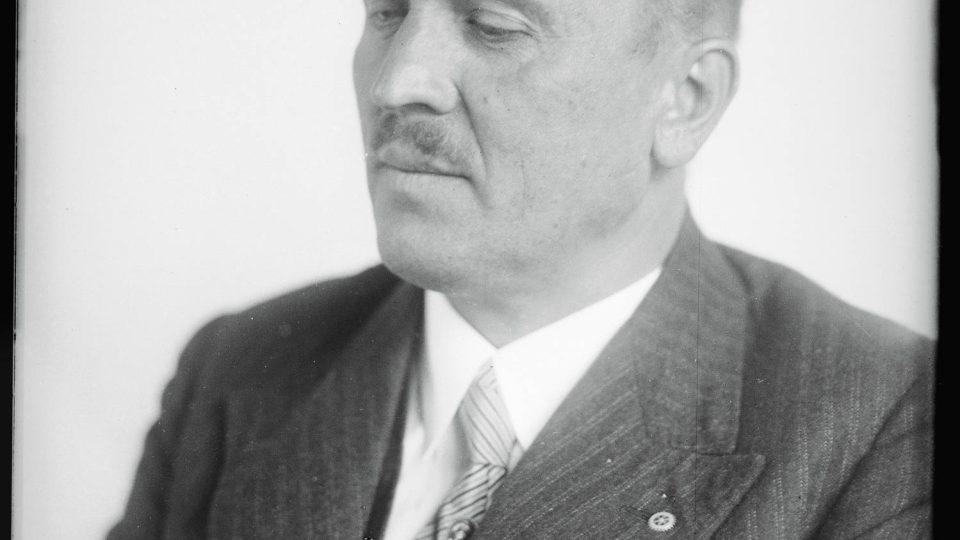 Část sbírky obsahuje také portréty významných osobností; zde architekt Hanuš Zápal, jehož výstava byla nedávno otevřena v Západočeské galerii v Plzni