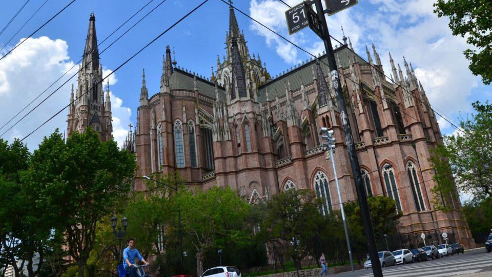 Katedrála ve městě La Plata. Postavená z velké části z cihel firmy Ctibor