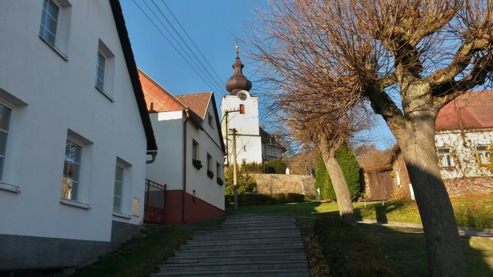Po těchto schodech kráčel Jan Zrzavý ke kostelíku