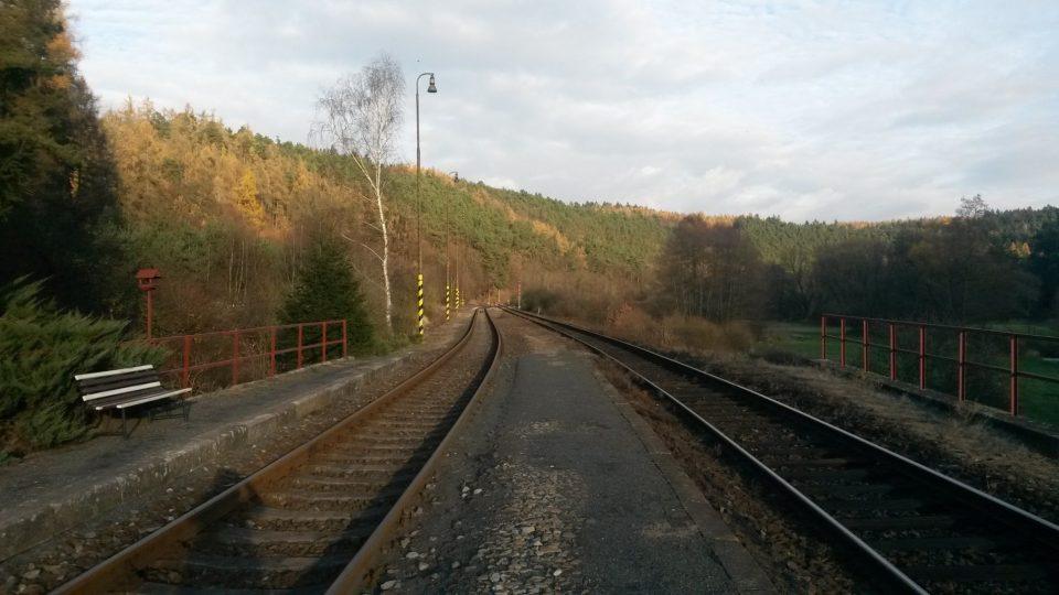 Tradiční pohled z nádraží, když vyčkáváte na vlak