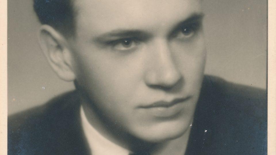 Branislav Tvarožek na maturitní fotce v roce 1946