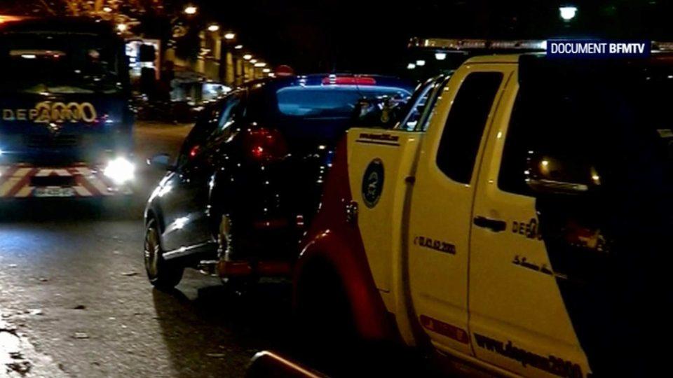 Černý Seat, který objevili vyšetřovatelé na pařížském předměstí Montreuil