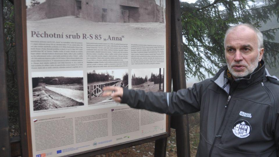 Pavel Minář popisuje naučnou stezku Opevnění Rokytnicka