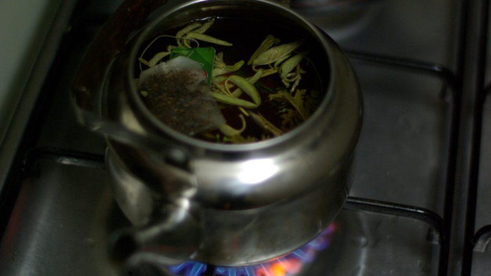 Po jídle musí být čaj, ten palestinský s přidáním bylinek, jako je například šalvěj