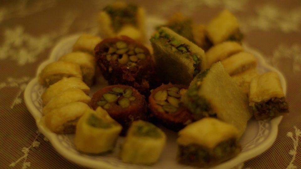 A k čaji arabské zákusky - baklava, basbúsa či kunáfa