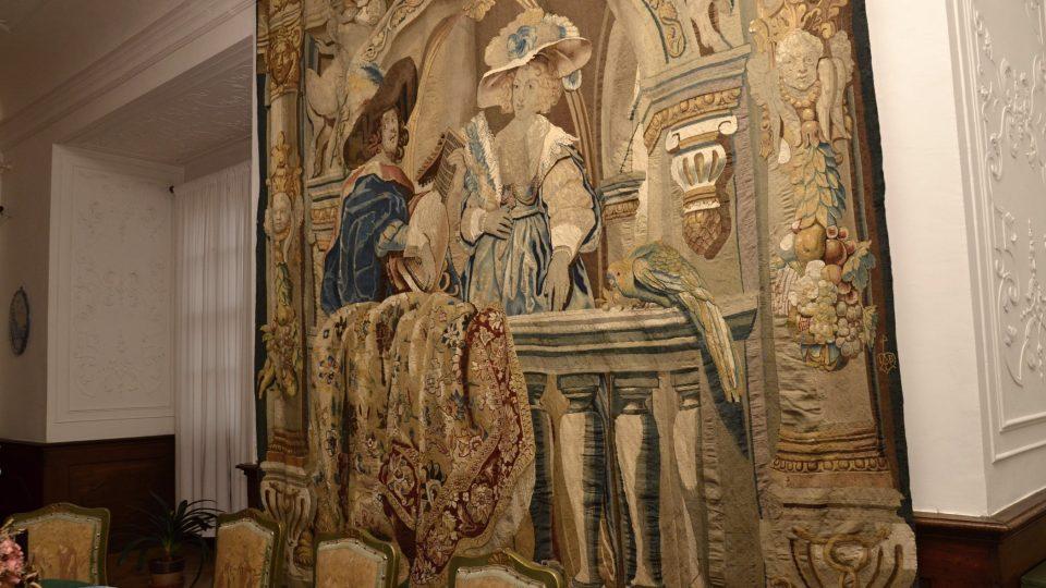 Dáma s kavalírem na balkoně, tapiserie s 3D efektem patří k nejvzácnějším
